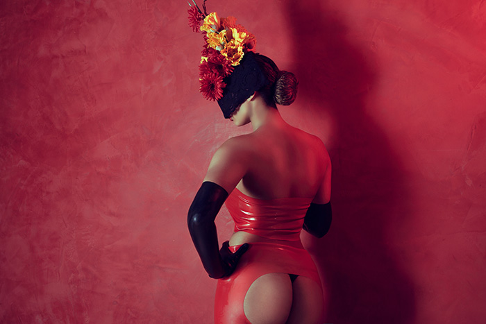 Mrs-sophie-red-latex